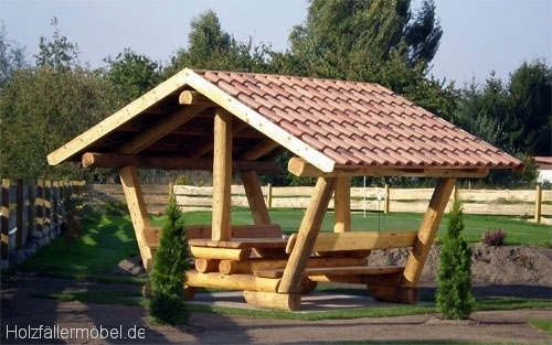 Bank Mit Tisch Und Dach